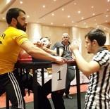 DÜ Sporcusu Bilek Güreşinde Şampiyon Oldu