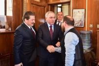 ERMENİ KİLİSESİ - Fatih Belediye Başkan Adayı Turan, Sahakyan Nunyan Ermeni İlkokulu'nu Ziyaret Etti