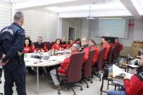 Jandarma Alay Komutanı Çömez, AKUT Üyelerine Eğitim Verdi