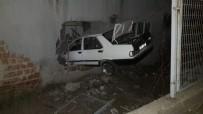 YENICEKÖY - Otomobil Eve Girdi Açıklaması 2 Yaralı