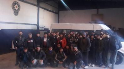 15 kişilik minibüsten 39 göçmen çıktı