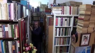 50 yılda biriktirdiği 150 bin eserle kütüphane kurmak istiyor