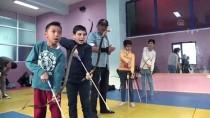 MEHMET ALİ ÖZKAN - Kırgız Gazi, Çocuklara Ata Sporu Okçuluğu Öğretiyor