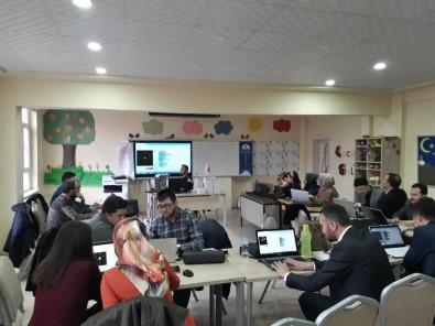 Öğretmenlere robotik kodlama eğitimi veriliyor