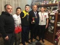 BAYRAM YıLMAZ - Yağlı Güreş Sözü Veren Şahin'e Birincilik Kupası