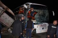 GÖKÇEÖREN - Yolcu otobüsü tıra çarptı: 20 yaralı