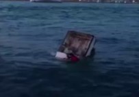Eminönü'nde Otomobil Denize Uçtu