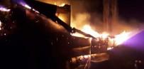 Köyde Gece Yarısı Çıkan Yangın Korkuttu