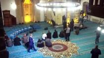 Teröristlerin Yaktığı Cami İbadete Açıldı