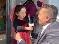 AK Parti Piraziz Belediye Başkan Adayı Uğur Melikoğlu Kapı Kapı Gezerek Kadınlara Karanfil Dağıttı
