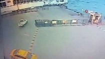 Eminönü'nde Aracın Denize Uçma Anı Kamerada