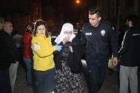 Güngören'de Yangın Çıktı, 4'Ü Çocuk 16 Kişi Kurtarıldı