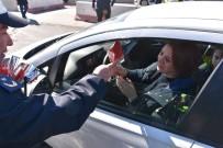 Kadın Sürücüler Karanfillerle Karşılandı