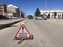 Kamyonetle Otomobil Çarpıştı Açıklaması 1 Yaralı
