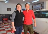 KIZ KARDEŞ - Oto Yıkama Dükkanında Kız Kardeşler Erkeklere Taş Çıkartıyor