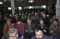Şuhut'ta Regaip Kandilinde Vatandaşlar Camilere Akın Etti
