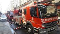 KARABAĞ - Güngören'de İki Apartmanın Çatısı Alev Alev Yandı
