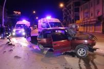 Otomobil Park Halindeki Kamyonete Arkadan Çarptı Açıklaması 5 Yaralı