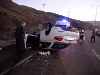 Yolda Uyuya Kalan Sürücü Kaza Yaptı Açıklaması 2'Si Ağır 5 Yaralı