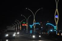 CENGIZ TOPEL - Yüksekova Caddelerinde Işıklandırma Çalışmaları