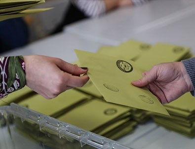 İstanbul'da 39 ilçenin 24'ünü AK Parti, 14'ünü CHP aldı