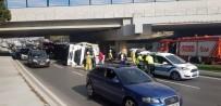 TRAFİK YOĞUNLUĞU - Bakırköy'de İçerisinde Lüks Araçların Bulunduğu Tır Devrildi