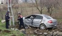 Elazığ'da Otomobil Bahçeye Uçtu Açıklaması 3 Yaralı