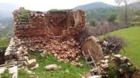 Ahır Olarak Kullanılan Ev Çöktü 3 Hayvan Telef Oldu