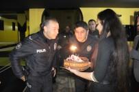Kavga İhbarına Giden Polislere Sazlı Pastalı Sürpriz