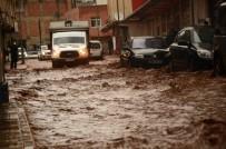 Sağanak Yağış Silvan'ı Vurdu, Vatandaşlar İş Yerlerinde Mahsur Kaldı