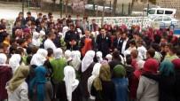 Kavga İhbarı Yapılan Okulda Polislere Çiçekli Sürpriz Kutlama