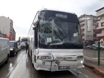 Kayganlaşan Yolda Otobüs Midibüse Çarpıştı Açıklaması 3 Yaralı