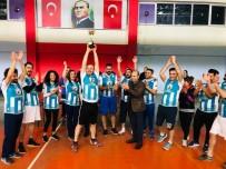 Muhtarlar Başarılarını Voleybol Kupasıyla Taçlandırdı