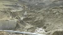 KONUKBEKLER - Heyelan 1 Köy Ve 2 Mahalleyi Susuz Bıraktı