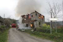 Sobadan Çıkan Yangında Ahşap Ev Alev Alev Yandı
