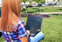Sultangazi'de Açık Alanda İnternet Keyfi