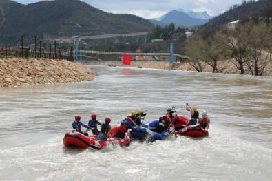 Tunceli'de terör gitti, rafting geldi