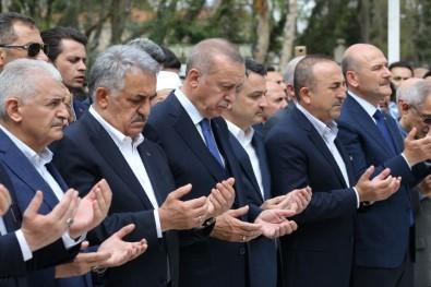 Cumhurbaşkanı Erdoğan, Mustafa Yazıcı'nın tabutuna omuz verdi