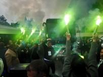 BOLUSPOR - Denizlispor Stada Meşaleler Eşliğinde Girdi