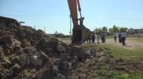 KÜMBET - Harran'da Kümbet Evlerinin Çevresindeki Beton Yapılar Yıkıldı