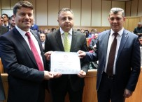 MILLIYETÇI HAREKET PARTISI - Aksaray Belediye Başkanı Dinçer Mazbatasını Aldı
