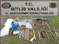 PLASTİK PATLAYICI - Bitlis'te Teröristlere Ait Sığınak Ve Patlayıcı Ele Geçirildi