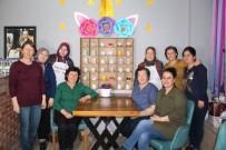 EMEKLİ ÖĞRETMEN - Bu Kafenin Müşterileri Anılı Fincanlardan Kahvesini İçiyor