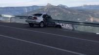 Karaman'da Otomobil Bariyere Saplandı Açıklaması 1 Yaralı