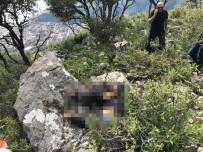 KEMAL ÖZTÜRK - Kayalıklara Düşen Paraşüt Pilotu Ve Yabancı Yolcu Öldü