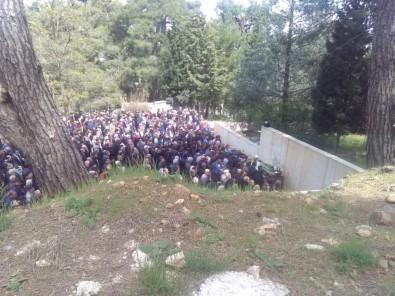 Kazada Ölen Gençler Toprağa Verildi