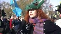 PROTESTO - Londra'da Çevrecilerden İklim Değişikliği Protestosu
