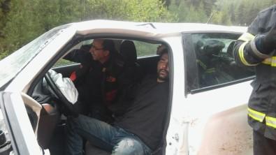 Yağışlı Havada İki Otomobil Kafa Kafaya Çarpıştı Açıklaması 2 Yaralı