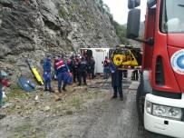 GÜVENLİK GÜÇLERİ - Antalya'da Kaza Açıklaması 3 Ölü, 14 Yaralı