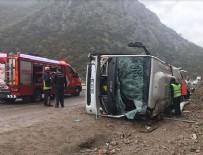 Antalya'da yolcu otobüsü devrildi
